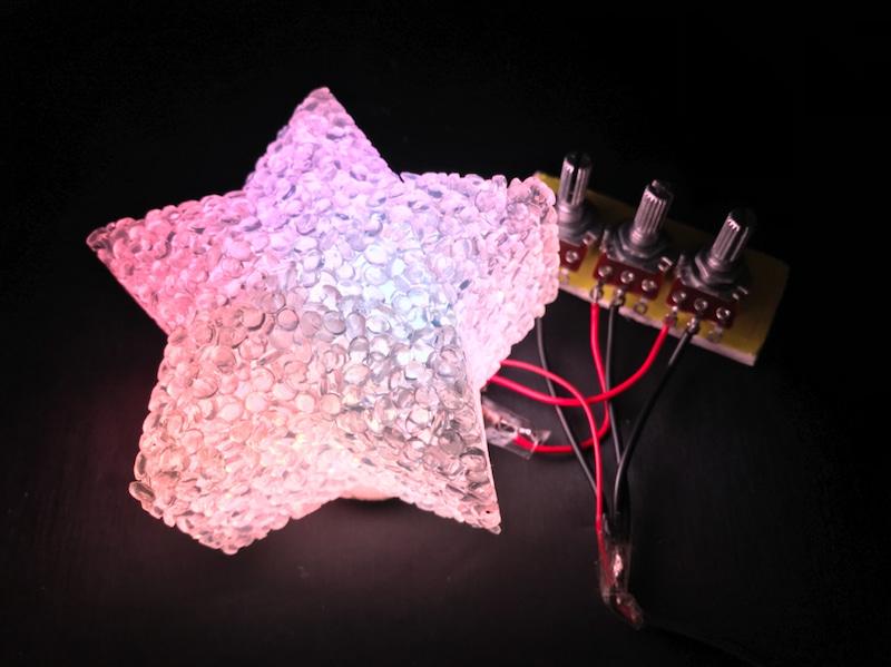 半田付けに挑戦!?LEDを使って光の3原色を学ぼう!!